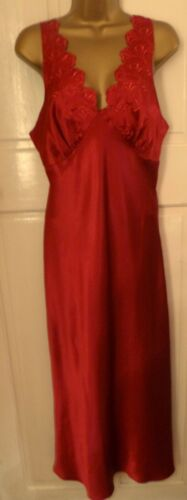 VINTAGE STYLE BEAUTIFUL CLARET SLITHERY LIQUID SATIN LONG NIGHTDRESS SIZE 14-16