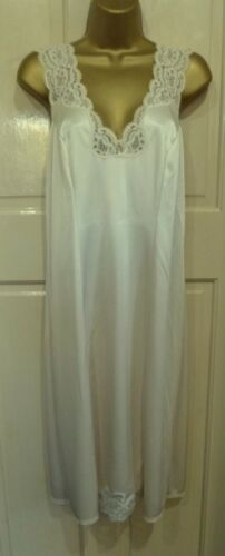 VINTAGE CHARNOS BEAUTIFUL LIGHT BEIGE THICKER FULL SLIP PRETTY LACE SIZE 14-16