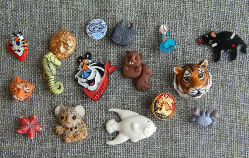 Lot Antique Vtg Buttons Realistic Plastic Goofys Tony the Tiger Animals #007-H