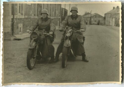 GERMAN WWII ARCHIVE PHOTO: WEHRMACHT SOLDIERS ON MOTORCYCLES