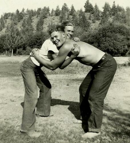 2 Handsome Playful Young Male Pals in Affectionate Pose Vtg 1930's Photo Gay Int