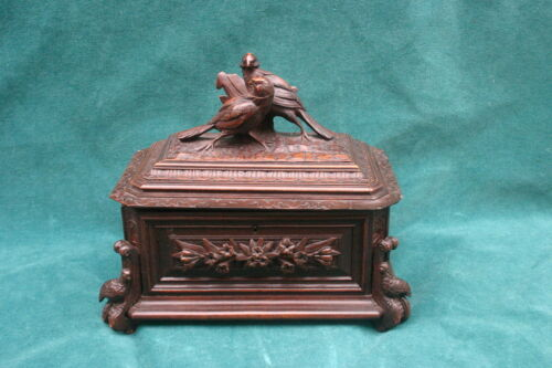 Black Forest German Carved Wooden Birds Figurine Box   MAGNIFICENT