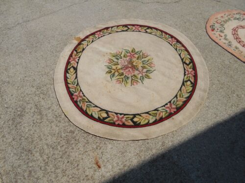 """VINTAGE HOOKED THROW RUG -48"""" ROUND -CREAM AND RED"""