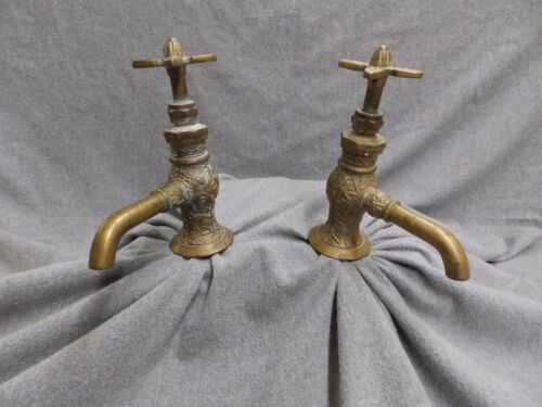 Antique Decorative Brass Eastlake Separate Hot Cold Faucets Marble Sink 4973-15