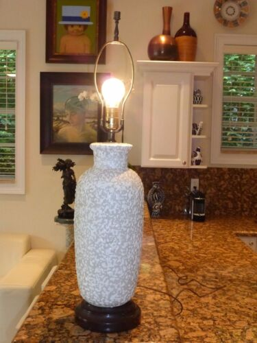 """GORGEOUS MID CENTURY CRAWLING VERMICULATED GLAZE POTTERY TABLE LAMP 31"""" HIGH"""