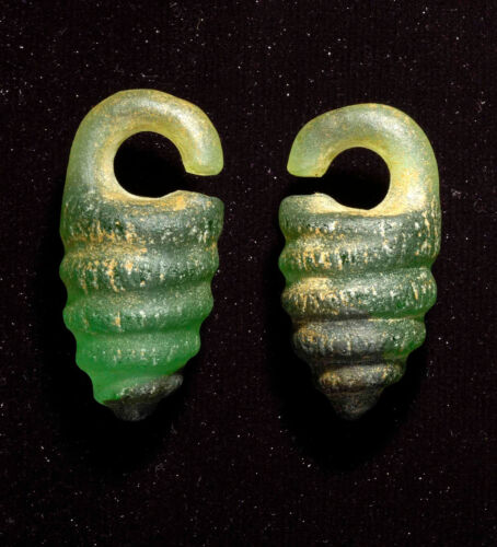 Antique Greco-Roman rare glass earring from Middle East, 5th century AD