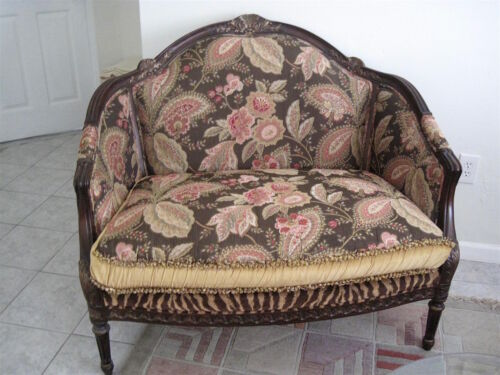 Vintage French Walnut Louis XV Style Loveseat/Sette Carved Wood Frame