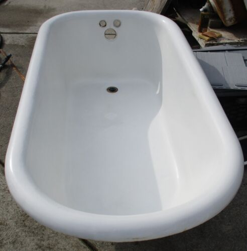 VINTAGE 5 FOOT CAST IRON CLAW FOOT TUB WITH BALL & CLAW  FAUCET & SHOWER RING