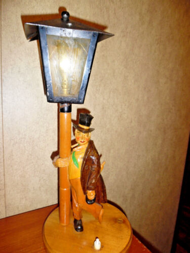 ANTIQUE TABLE LAMP CARVED WOOD DRUNK ON A LAMP POST