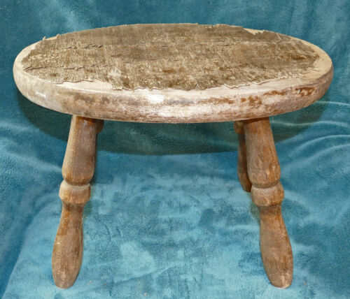 FABULOUS ANTIQUE/VINTAGE DISTRESSED PRIMITIVE OVAL WOOD STOOL! GREAT FOR DISPLAY