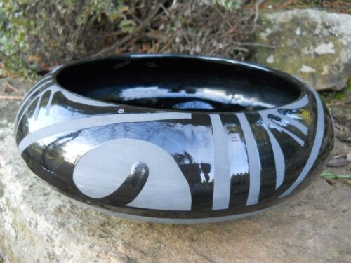 Rustic Farmhouse Primitive Tribal Pottery Southwestern Polished Black Black Bowl