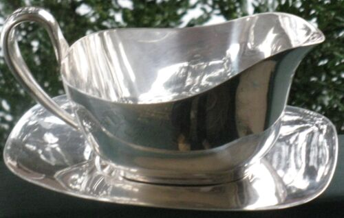 VINTAGE COLLECTIBLE REED & BARTON SILVER PLATE SAUCE BOAT w/UNDER PLATE EMBASSY