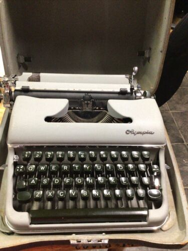 Vintage Olympia SM3 portable typewriter & case.  Ex. Cond. 1955 Works