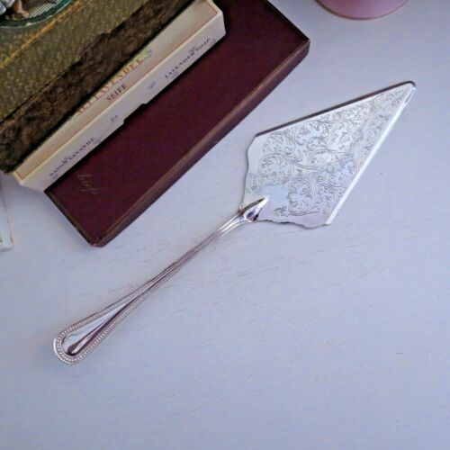Large silver plated cake splade server embossed pattern Italy