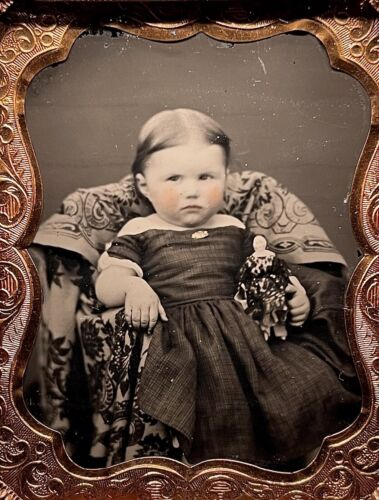 SUPERB 1/9 PLATE AMBROTYPE - CHILD HOLDING CHINA DOLL - MINT THERMOPLASTIC CASE