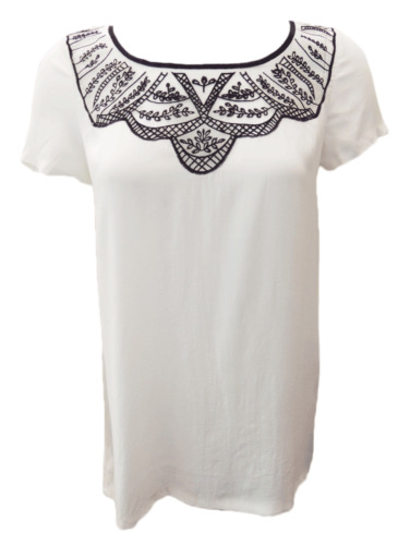 MAXIM WHITE LIGHT SUMMER TOP WITH BLACK DETAIL. LOOSE FIT.
