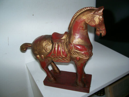 Wooden horse sculpture. Sculpture cheval en bois China Asia