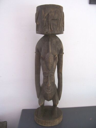 Old african statue. Ancienne statue africaine Cote d'ivoire senoufo