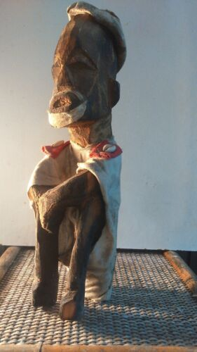 old African statue. ancienne Statue africaine MALI