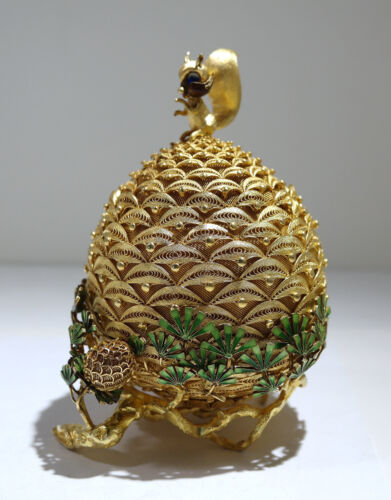 Chinese Sterling Gilt-Silver Filigree Pine-Nut Squirrel Enamel Box 20th Century