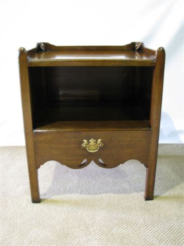 Georgian Style Mahogany End Table Made in England For Caledonian