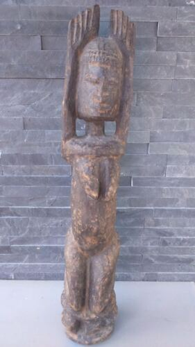 old African statue. ancienne Statue africaine DOGON