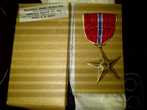 Orig WW2 Bronze Star Medal Decoration in Orig AE Co QM 1945 dated Box MINT!Medals & Ribbons - 4724