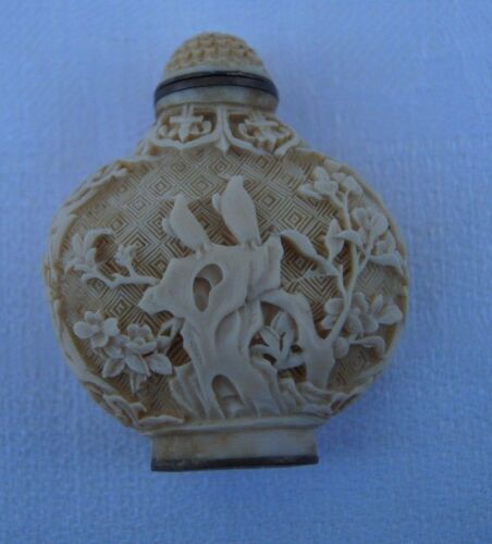 Antique Carved Chinese White Cinnabar Snuff Bottle, Qianlong 4 Symbol