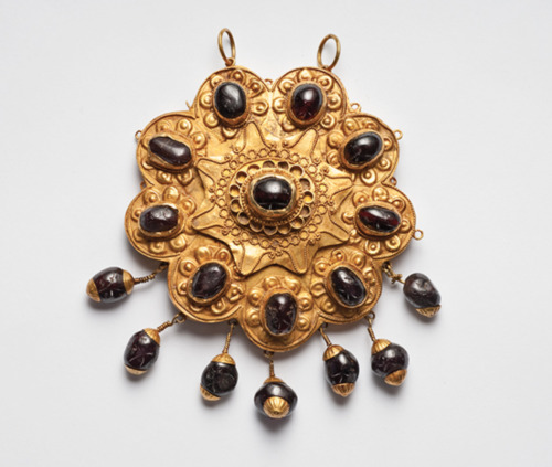 Ancient Jewelry Ottoman Gold & Garnet Pendant Brooch 12th century A.D. Luxury