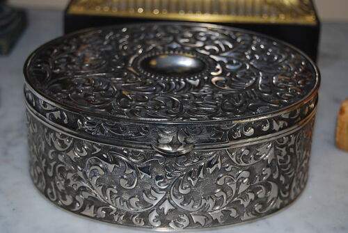 LARGE NICE SILVER PLATE ROCOCO VICTORIAN STYLE CANDY JEWELRY TABLE CABINET BOX