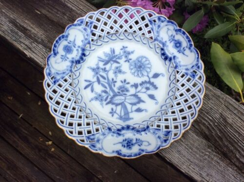 "ANTIQUE 19th CENTURY MEISSEN BLUE AND WHITE ONION PATTERN 9"" PIERCED PLATE"