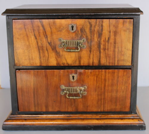 ANTIQUE  DOLL  DRESSER