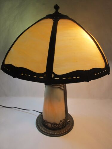C. 1910 EMPIRE OF CHICAGO ARTS AND CRAFTS SLAG GLASS LAMP W/ LIGHTED BASE