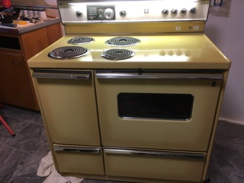 1950's Vintage Stove GE P7 Beautiful and Fully Functional