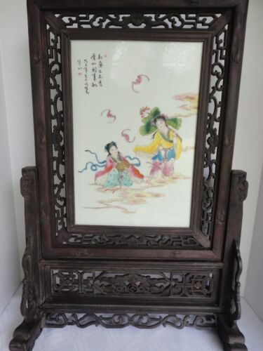 ANTIQUE  CHINESE FAMILLE ROSE PORCELAIN PLAQUE CARVED WOOD STAND TABLE SCREEN