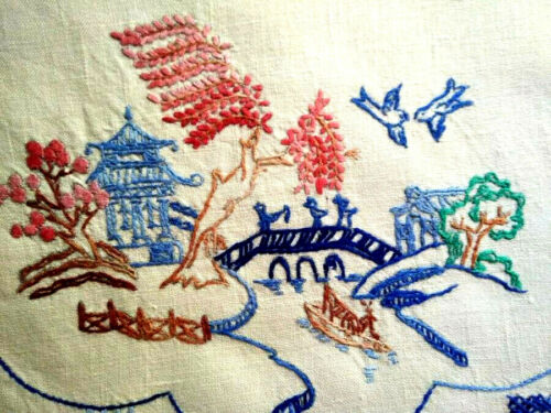 Wonderful Coloured 'Blue Willow' ~ Vintage Hand Embroidered Centrepiece/mat
