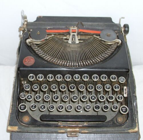 ANTIQUE PORTABLE TYPEWRITER SERIAL NUMBER NM 77440 WITH CASE