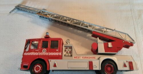Voiture de pompiers Classics CORGI 22001 West Yorkshire FB AEC Turntable Ladder