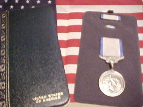 US SILVER LIFESAVING MEDALin Pres CaseOther Militaria - 135