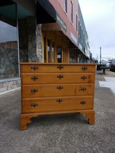 Outstanding Chippendale Maple Four Drawer Chest 18th Century