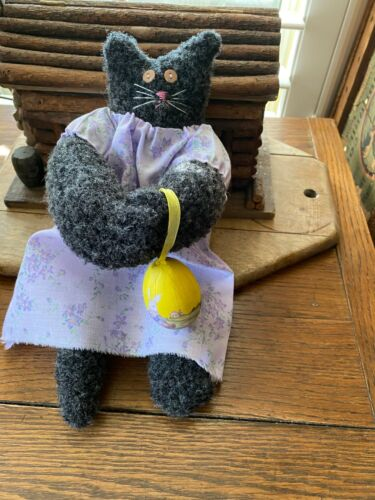 Primitive  Kitty Cat Doll  Lizzy and The Easter Egg