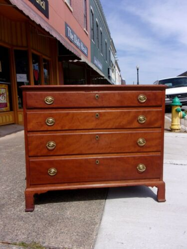 American Federal Cherry Four Drawer Chest of Drawers early 1800s.