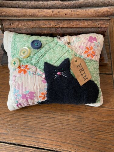 Primitive Stitchery Hand Stitched Kitty Cat Vintage Quilt Old Buttons  Ornie