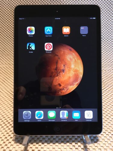 Apple iPad mini 1st Gen. 16GB, Wi-Fi, 7.9in - Black & Silver