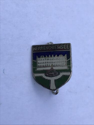 Herrenchiemsee alter emaillierter Pin Anstecknadel Button Email Hutnadel