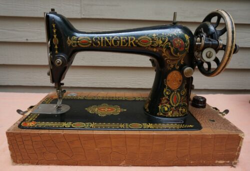 SINGER 66 Red Eye 1910 Portable Sewing Machine #G7393789 with Original Case