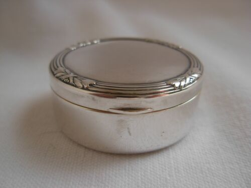ANTIQUE GERMAN SOLID SILVER PILL OR POWDER BOX,LOUIS 16 STYLE,LATE 19th CENTURY,