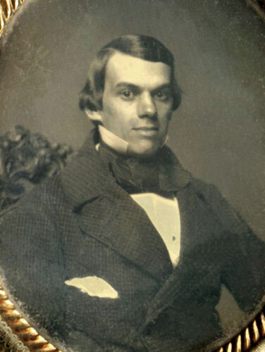 DAGUERREOTYPE PORTRAIT OF A YOUNG MAN IN OVAL CASE