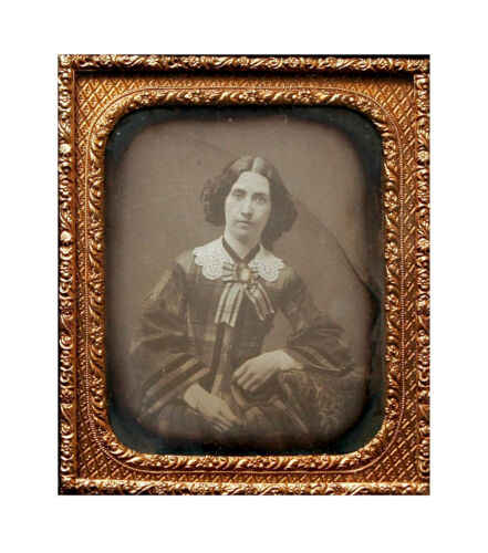 EARLY 1/6 SIXTH PLATE DAGUERREOTYPE PORTRAIT OF YOUNG WOMAN