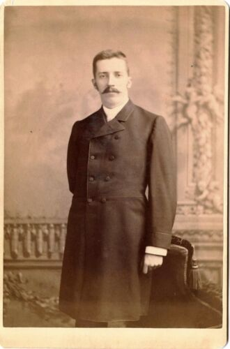 ANTIQUE CABINET PHOTO PORTRAIT OF A MUSTACHED MAN & CHICAGO, ILL STUDIO
